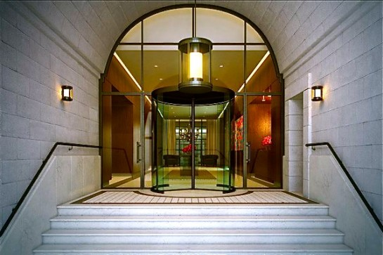VERANDA 250_west_street_entrance-545x363
